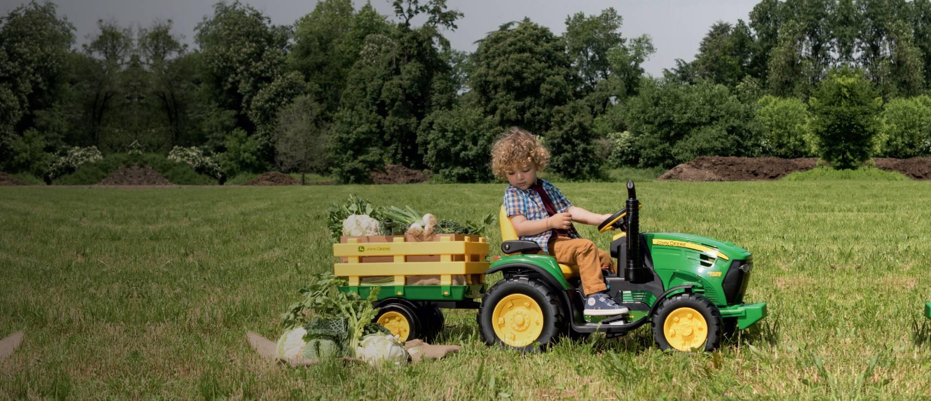 <span>ELEKTRIČNI TRAKTOR</span><br> Traktor John Deere<br>Ground Force